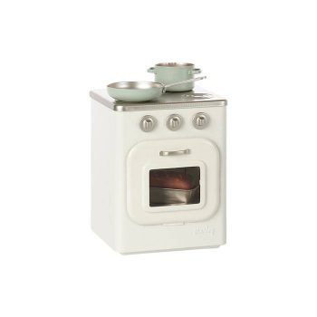 wooden-stove-with-utensils